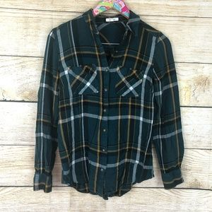 Maurices plaid button down size S // B39